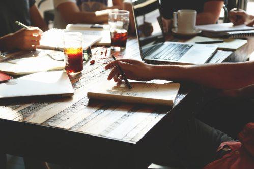 people-notes-meeting-team-7095